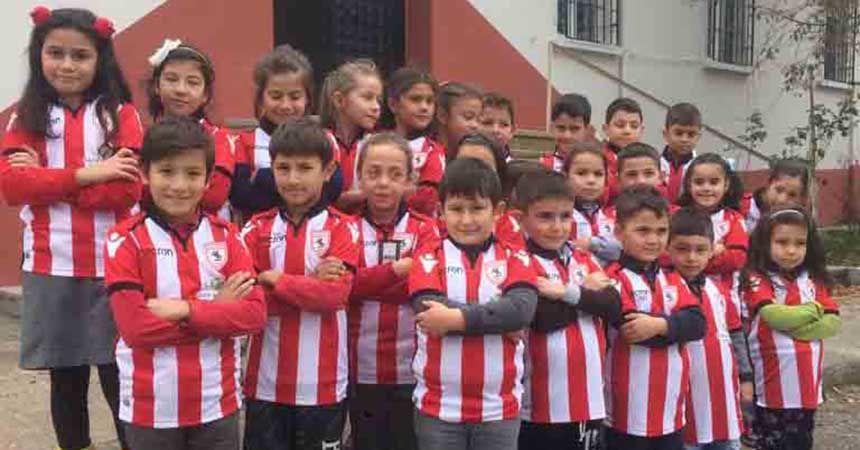 Çocuklara Samsunspor forması