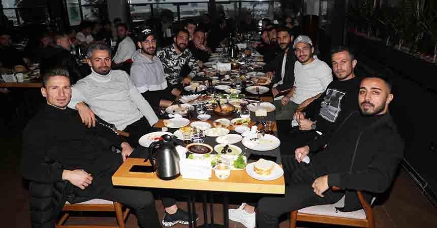 Samsunspor'da ikinci yarı öncesi moral kahvaltısı