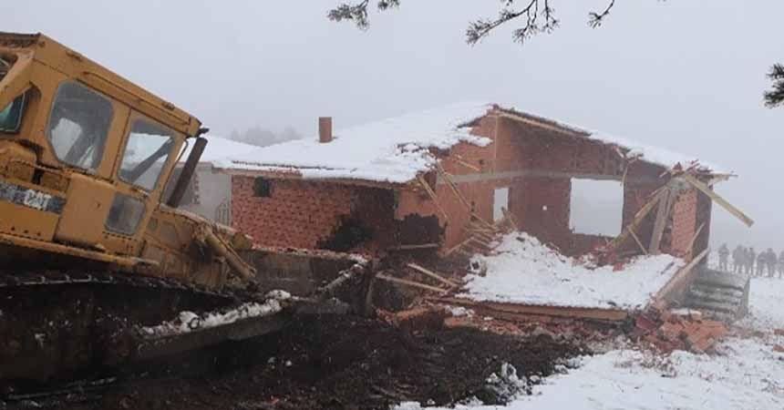 Kaçak yayla evleri yıkılıyor