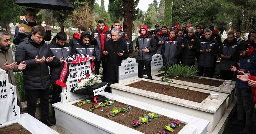 Nuri Asan'ı mezarı başında andılar