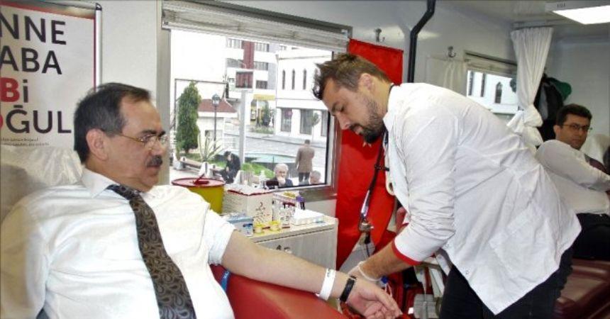 Başkan Demir'den kan bağışı