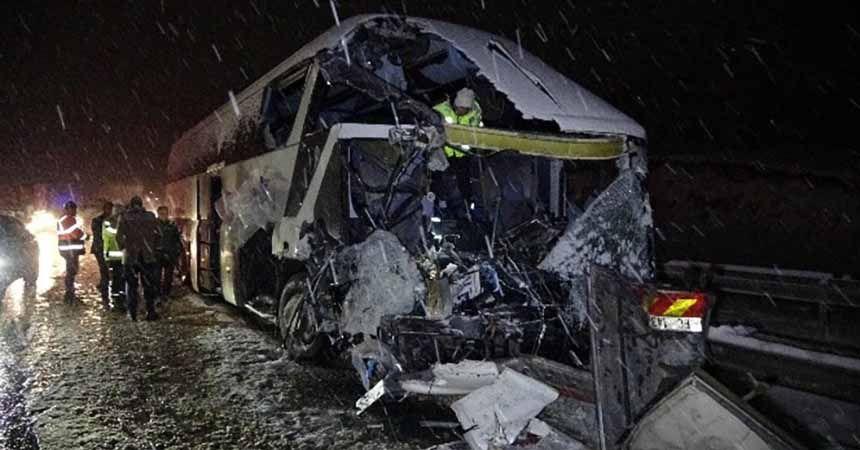 Yolcu otobüsü kaza yaptı: 1 ölü 1 yaralı