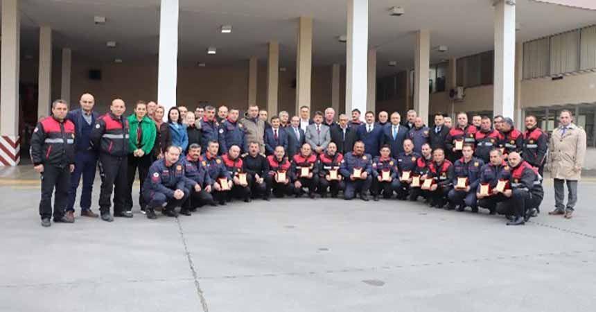Depremde görev alan itfaiyeciler ödüllendirildi
