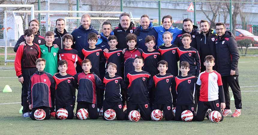 Altyapı futbolcuları yabancı antrenörlerle çalıştı