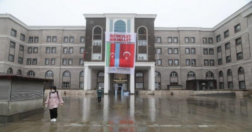 İlkadım'da Azerbaycan bayrağı