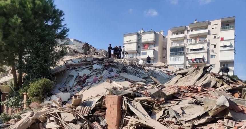 İzmir 6,6'lık depremle sallandı... Binalar çöktü...