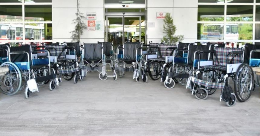 Engellilere tekerlekli sandalye