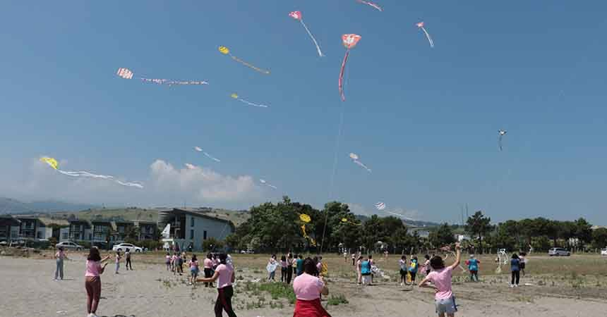 Gençler Samsun'da eğleniyor