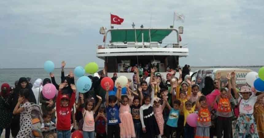 Yetim ve mülteci çocuklar için deniz turu