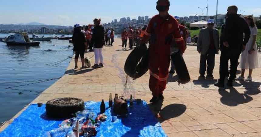 Sahilden yarım ton atık toplandı