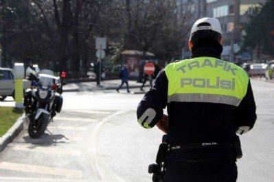 Kasksız motorculara ceza yağdı