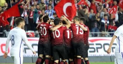 Milliler, Finlandiya'ya rahat geçti: 2-0