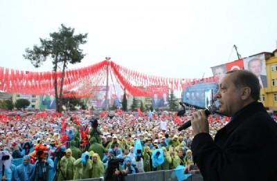 """""""Türkiye'ye ihanet eden taş kesilir"""""""