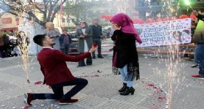 Doğum gününde evlilik teklifi