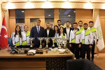 Şampiyonlardan Rektör Polat'a ziyaret