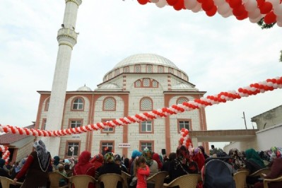 Uzgur Camisi ibadete açıldı