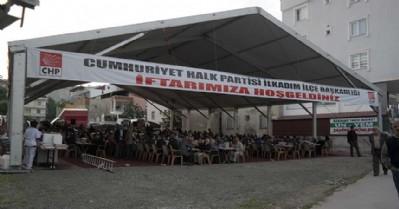 CHP'nin iftar çadırına yoğun ilgi