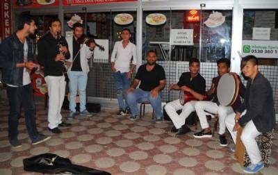 Sokak müzisyenleri ilgi odağı