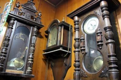 Asırlık antika saatler