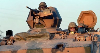 Türkiye Afrin'de YPG'yi topçu ateşiyle vurdu