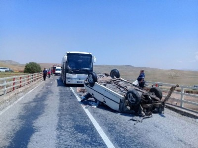 Kaza yapan araca otobüs çarptı: 2 ölü