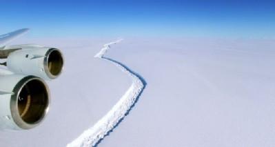 Antartika'da buz dağı kırıldı