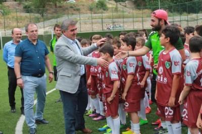Amasya'da 200 çocuğa futbol eğitimi