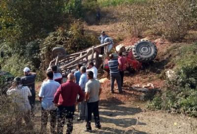 Fındık yüklü traktör devrildi: 2 ölü