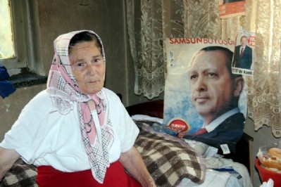 Yaşlı kadının Cumhurbaşkanı sevgisi