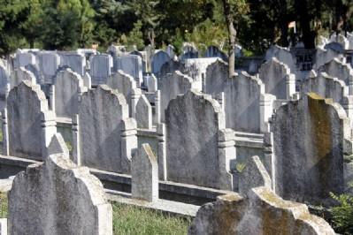 10 yıllık mezar yeri kaldı