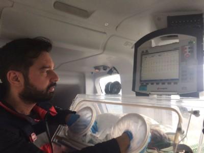 Ambulansta doğdu!