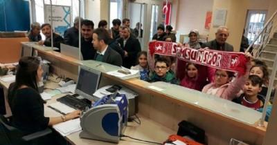 Öğrencilerden Samsunspor'a anlamlı yardım