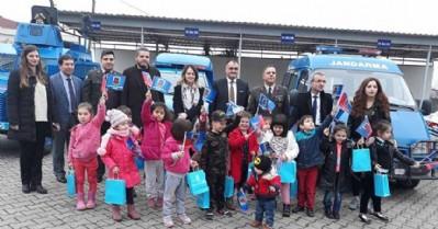 Anaokulu öğrencileri Jandarma'yı ziyaret etti