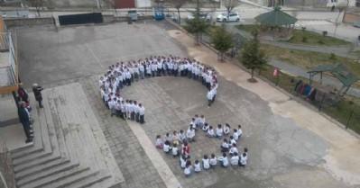 Öğrencilerden askere destek