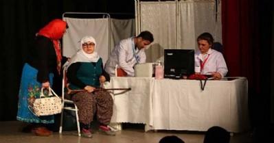 Sağlık çalışanlarından tiyatro oyunu