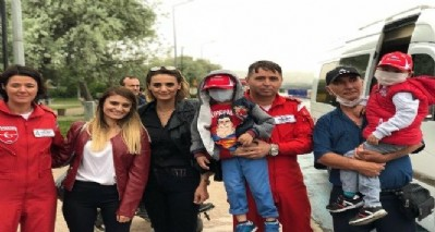 Lösemili miniklere Türk Yıldızları morali