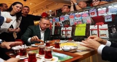 Erdoğan'a çay simit