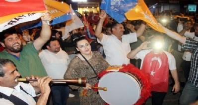 AK Partililer'den kutlama