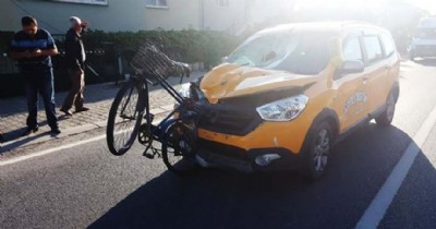 Ticari taksi bisikletliyi ezdi