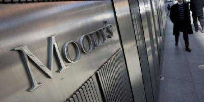 Moody's notu düşürdü!
