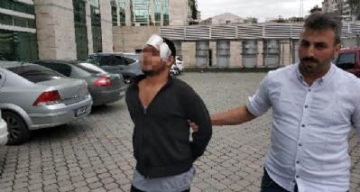 Polise kafa attı serbest kaldı