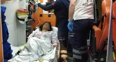 Iraklı kız kendini bıçakladı