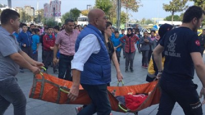 Piazza merdiveninde 12 öğrenci yaralandı