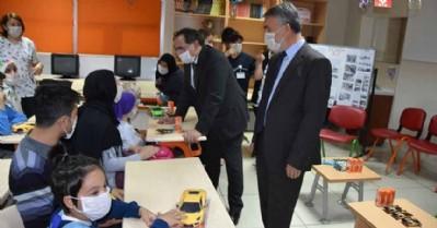 Başkan ve Rektör lösemili çocukların yanında