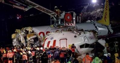 İstanbul'da uçak pistten çıktı: 3 ölü 180 yaralı