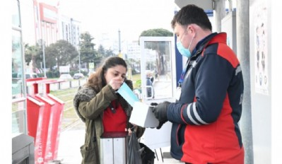 Tramvayda maskeler ücretsiz