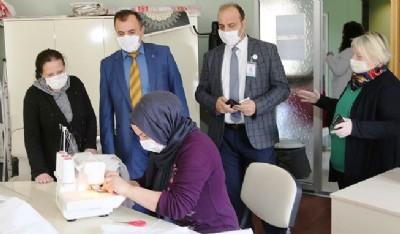 Atakumlu kadınlardan yıkanabilir maske
