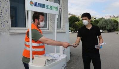 Öğrencilere su ve maske desteği