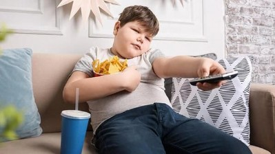 Ekran karşısında beslenme bağımlı yapıyor