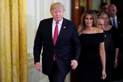 Trump ve eşi Melenia koronaya yakalandı